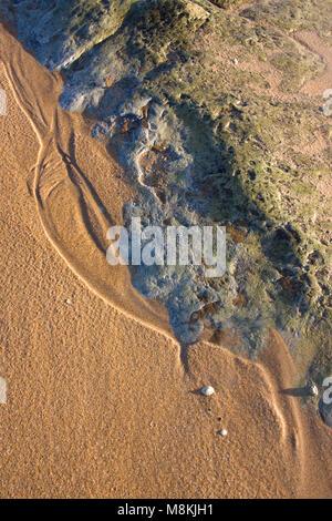 Sand & rock sur Embleton Beach, Northumberland Banque D'Images