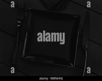 La plaque vide noir et couverts sur un tableau noir Banque D'Images