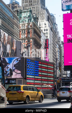 L'architecture contrastée à Times Square, New York, USA Banque D'Images