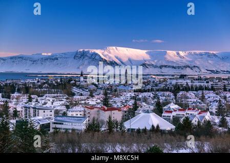 Vue panoramique de froid matin d'hiver dans la capitale Reykjavik, Islande. Banque D'Images