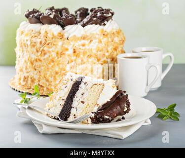 Gâteau italien au chocolat cannoli sur le dessus Banque D'Images