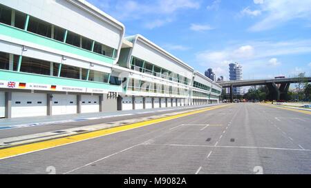 Singapour - 2 avr 2015: début de la voie des stands et d'arrivée de la piste de course de Formule Un à Marina Bay Banque D'Images