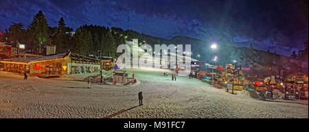 Panorama de ski de nuit à la station de ski Borovets, près de Samokov, Targovishte, la Bulgarie.