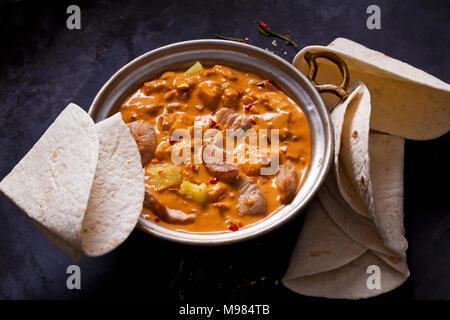 Plat de curry avec la Turquie et l'ananas au curry sauce Banque D'Images