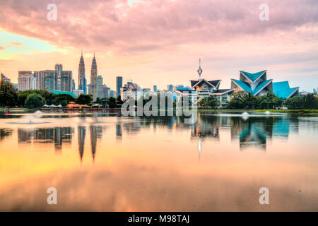 Kuala Lumpur, Malaisie. Skyline de Titiwangsa Sunset Park. Banque D'Images
