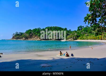 Les gens sur la plage, Parc National Manuel Antonio, Costa Rica, Amérique Centrale Banque D'Images