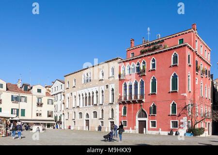 Campo Sant'Anzolo, San Marco, Venise, Vénétie, Italie, avec le Palazzo Duodo (à gauche) Banque D'Images