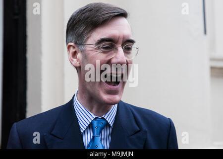 Londres, Royaume-Uni. 27 mars, 2018. Jacob-Rees Mogg MP arrive à parler à un événement désigne le congé congé à Westminster. Credit: Mark Kerrison/Alamy Live News Banque D'Images