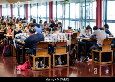 Argentine Buenos Aires Recoleta Biblioteca Nacional Mariano Moreno bibliothèque nationale d'un bureau intérieur salle de lecture ado garçon fille hispanique étudiants Argenti Banque D'Images