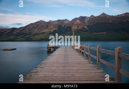 La jetée de Glenorchy dans la lumière du matin, l'île du Sud, Nouvelle-Zélande