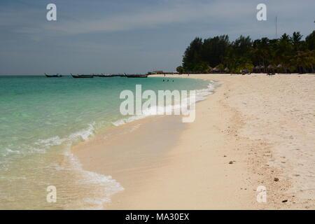 Sunrise Beach. Koh Lipe. Parc national marin de Tarutao. Province de Phang Nga. Thaïlande Banque D'Images