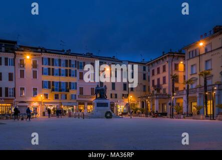 Piazza della Vittoria à Salo, sur le lac de Garde, Lac de Garde, Lombardie, Italie, Europe