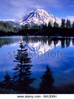 Le mont Rainier et Eunice Lake, parc national de Mount Rainier, Washington Banque D'Images