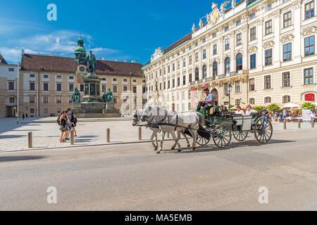 Vienne, Autriche, Europe. Les voitures à cheval Fiaker traditionnelle Banque D'Images