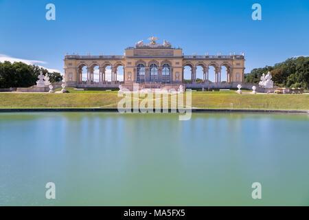 Vienne, Autriche, Europe. La chapelle du château dans les jardins du palais Schönbrunn Banque D'Images