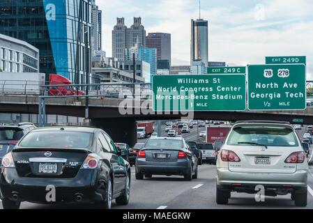 Matin, les navetteurs de fort trafic sur le connecteur J-75/85 Centre-ville d'Atlanta, en Géorgie. (USA) Banque D'Images