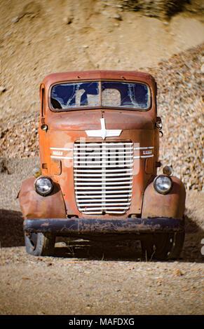 Un camion Dodge 1947 Cabine avancée surbaissée, dans une ancienne carrière de pierre, à l'est de Clark Fork, Utah.