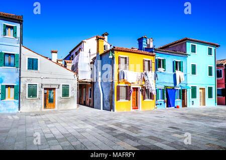 Burano, Venise. Avec l'image de la belle île colorée Vénétie en Italie. Banque D'Images