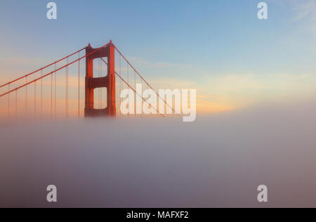 Le Golden Gate Bridge est un popuar destination touristique à San Francisco en Californie. Banque D'Images