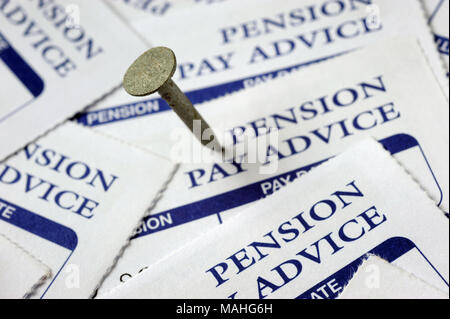 Clou DANS PAYER DE PENSION DE RETRAITE DE LA SOCIÉTÉ RE Feuillets de conseils privés de pensions des retraités ETC UK Banque D'Images