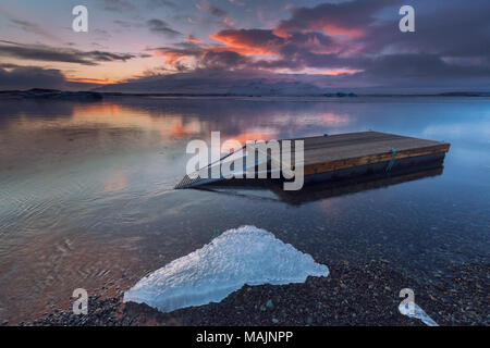 Coucher du soleil à lagune jokulsarlon en Islande Banque D'Images