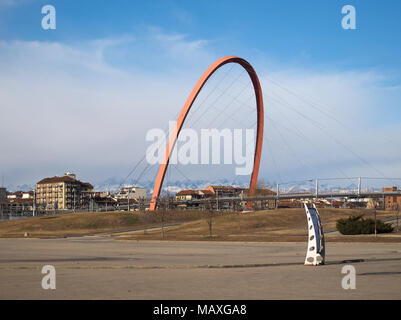 TURIN, ITALIE - CIRCA JANVIER 2018: Arco Olimpico (sens de passage Olympique) passerelle pour piétons Banque D'Images
