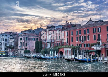 Le Rialto sur le Grand Canal à Venise Banque D'Images