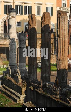 Romaine circulaire B temple consacré à Fortuna Huiusce Diei (la fortune de ce Dayfrom) à partir de 101 BC dans la zone Sacra sur Largo di Torre Argentina Banque D'Images