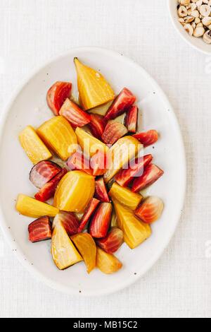 Ingrédients pour salade de betteraves aux agrumes Banque D'Images