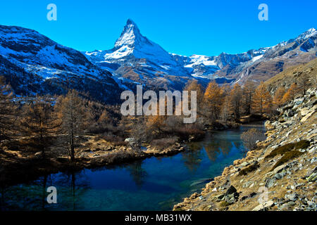 Grindjesee le lac en automne, avec vue sur le Matterhorn, Zermatt, Valais, Suisse Banque D'Images