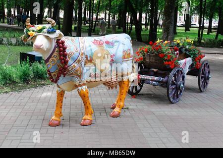 vache rouge dans le parc de sculptures le jardin exotique. Black Bedroom Furniture Sets. Home Design Ideas