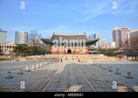 Séoul, Corée - 9 décembre 2015: Junghwajeon, Deoksugung salle principale. Un palais Deoksugung est situé dans le centre de Séoul et a servi comme le ma Banque D'Images