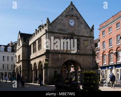 Old Market Hall, un bâtiment de la période élisabéthaine et monument prévue portant les armoiries royales de la reine Elizabeth 1 carrés dans le Shropshire Shrewsbury Banque D'Images