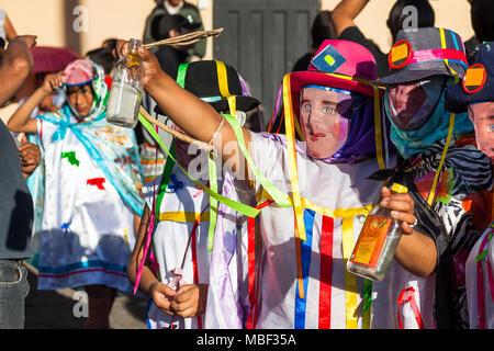 Píllaro, EQUATEUR - 6 février 2016: Des inconnus portant des costumes et des masques dans diabladas de Pillaro Banque D'Images