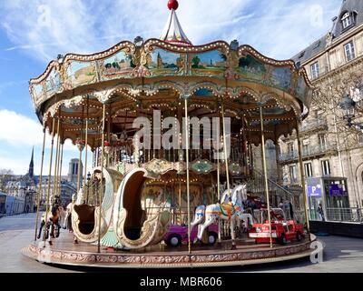 Ère de la Belle Époque, carrousel en face de l'Hôtel de Ville, Paris, France.