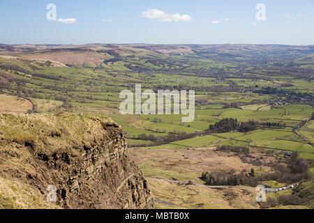 Vue sur la vallée de l'espoir de sommet de Mam Tor, Castleton, parc national de Peak District, Derbyshire, Angleterre, Royaume-Uni, Europe Banque D'Images