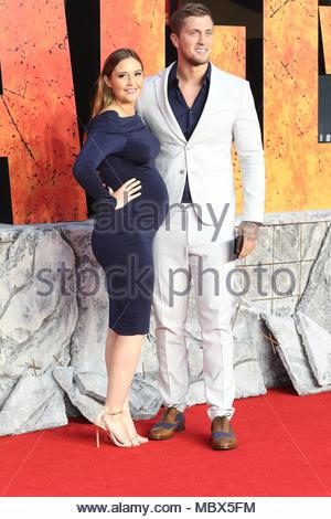 Londres, Royaume-Uni. Apr 11, 2018. Jacqueline Jossa et Daniel Osborne assister à la première européenne de 'Rampage' au Cineworld Leicester Square à Londres, Royaume-Uni le 11 avril 2018. (C) Crédit: CrowdSpark auteur/Alamy Live News Banque D'Images