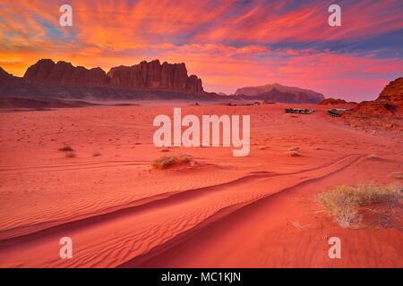Le désert de Wadi Rum, Jordanie, au coucher du soleil
