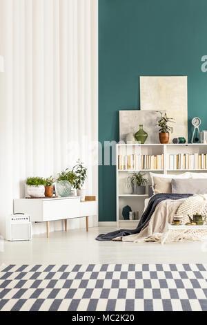 748320f8bb571d Tapis à motifs en blanc et vert avec des plantes d intérieur chambre à  coucher