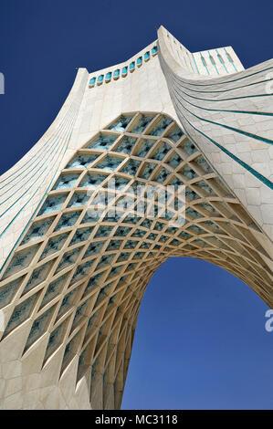 L'Azadi Tower, Tour de la Liberté, anciennement connu sous le nom de Tour Shahyad, Téhéran - Iran Banque D'Images