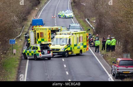 Sud-est de l'Ambulance et la police de Sussex assister à un accident sur l'A27 impliquant des motocyclistes 3