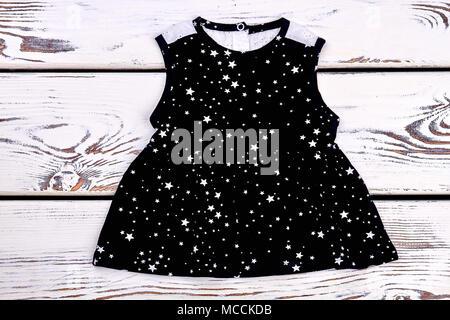 6a60905738096 Baby-girl black stars imprimer robe. Bébé fille en coton à motifs noirs sur