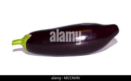 Aubergine pourpre isolé sur fond blanc. les légumes, de l'objet Banque D'Images
