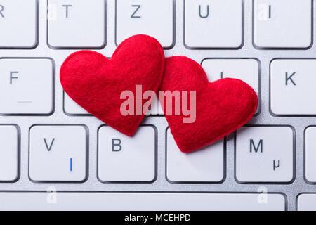 Portrait de deux coeurs rouges forme sur clavier Banque D'Images