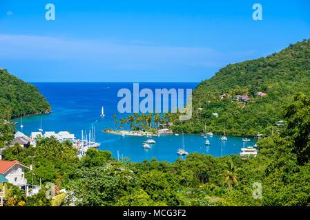 Marigot Bay, Sainte-Lucie, Caraïbes. Tropical bay et plage de paradis paysage paysage et exotiques. Marigot Bay est situé sur la côte ouest de la Banque D'Images