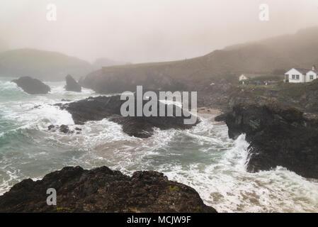 Kynance Cove sur un jour de tempête Banque D'Images