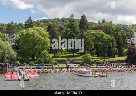 Des rives du lac Windermere à Bowness on Windermere dans le Lake District Banque D'Images