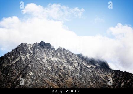 La chaîne de montagnes remarquable près de Queenstown, île du Sud, Nouvelle-Zélande. Banque D'Images
