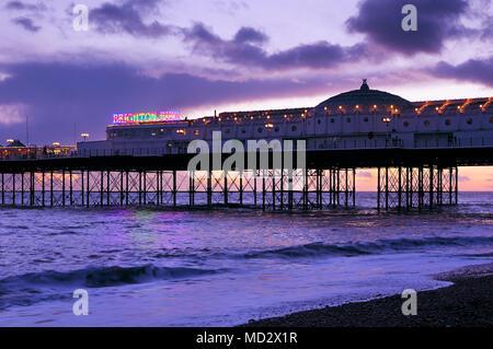 Brighton Palace Pier au crépuscule, East Sussex, UK Banque D'Images