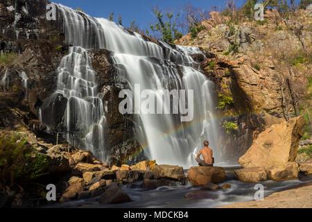 En face de l'arc-en-ciel cascade, Mackenzie Falls, les Grampians, Australie